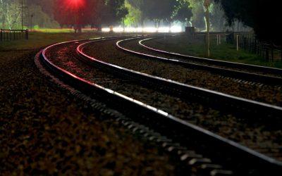 Поезд насмерть сбил женщину в Смоленске