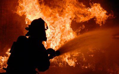 Пожар в гаражах в Сафонове