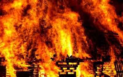 Пожар в жилом доме Смоленска унес жизни двоих человек