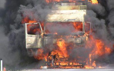 Сгорел мусоровоз в Смоленском районе