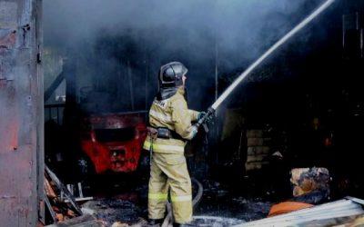 Большой пожар в Смоленске на складе