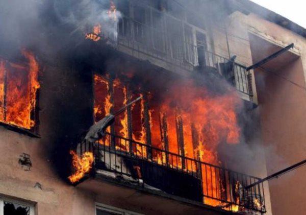 В Монастырщине при пожаре погибли два человека