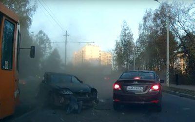 Жесткое ДТП произошло в Смоленске на дамбе