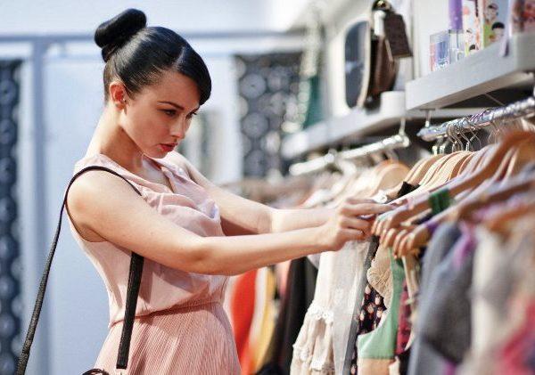 Смоленская бизнес-вумен лишилась одежды за долги