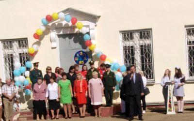 Вадим Косых открыл торжественную линейку в смоленской школе