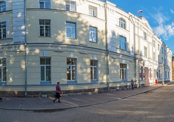В администрации Смоленска уточнили данные о вырубке деревьев на улице Николаева